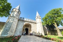 Topkapi slottingång, Istanbul, Turkiet Royaltyfria Foton
