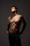 topless homp bewapent wijd open Stock Fotografie