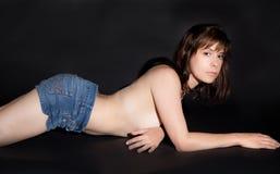 Topless kvinna i Jean Shorts Royaltyfria Foton