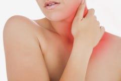 Topless kvinna som masserar halsen Arkivfoton