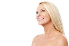 Topless vrouw die exemplaarruimte kijken royalty-vrije stock foto