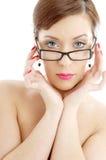 Toplesse Dame in den schwarzen Plastikbrillen Stockbilder