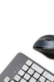 Topo e tastiera del computer su fondo bianco con lo spazio della copia Immagine Stock