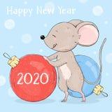 Topo sveglio con la palla di Natale Disegnato a mano Cartolina d'auguri per il nuovo anno 2020 ed il Natale illustrazione vettoriale