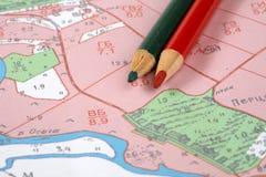 Topografische kaart en potloden Royalty-vrije Stock Fotografie