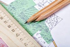 Topografische kaart en potloden Stock Afbeelding