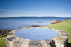 Topograph pelo mar Fotos de Stock