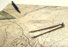 Topographische Karte mit Bleistift Stockfotografie