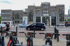 Topola, Londyn, UK - Lipiec 16, 2017: Topoli skąpania, odtwarzający l Fotografia Royalty Free