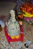 topor y x28 bengalíes tradicionales; traje y x29; para la boda bengalí fotos de archivo