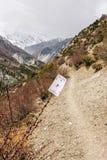 Topp- spela kort för röd diamant på vandringsledet i Nepal royaltyfri bild