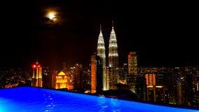 Toppen måne över Kuala Lumpur Royaltyfria Foton