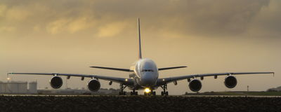Toppen stråle för jätte A380 på landningsbana Royaltyfri Bild