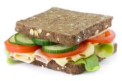 Toppen sund sallad, ost och skinksmörgås Arkivfoto