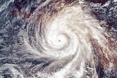 Toppen tyfon Yutu arkivbilder