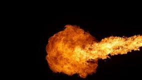 Toppen ultrarapid av brandtryckvåg som isoleras på svart bakgrund lager videofilmer