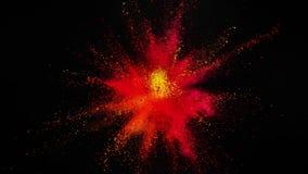 Toppen ultrarapid av den färgade pulverexplosionen som isoleras på svart bakgrund arkivfilmer