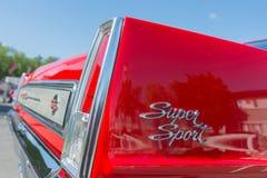 Toppet emblem för sportbil Arkivfoton