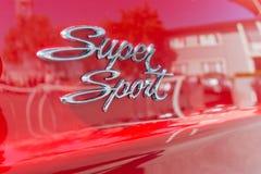 Toppet emblem för sportbil Arkivbilder