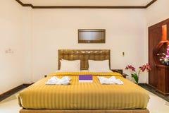 Toppet lyx- hotellsovrum arkivfoto
