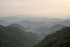 Toppig bergskedja Royaltyfri Bild