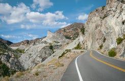Toppig bergskedja bergpasserande Arkivbilder