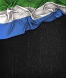 Toppig bergskedja Leone Flag Vintage på en svart tavla för Grungesvart Arkivbilder