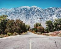 Toppig bergskedja Nevada California royaltyfri bild