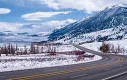 Toppig bergskedja Nevada Highway i vinter Fotografering för Bildbyråer