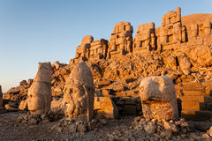 Toppled heads of the gods on East terrace at the top of Nemrut d Stock Images