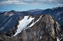 Toppmöte av Kizil för Altay berg tash arkivfoto