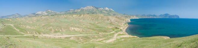 Toppna breda panorama- Crimean fjädrar landskap Royaltyfri Bild