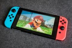 Toppna Mario Odyssey på den Nintendo strömbrytaren arkivfoton
