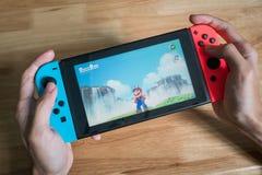Toppna Mario Odyssey på den Nintendo strömbrytaren royaltyfri fotografi