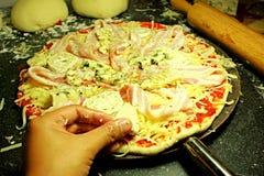 Toppning för pizza Fotografering för Bildbyråer