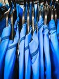 Tops azules de los deportes Fotos de archivo