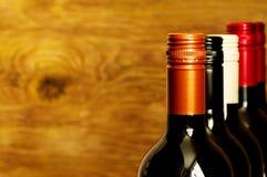 Tops de botellas de vino con los tapones de tuerca Foto de archivo libre de regalías