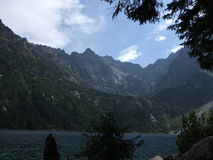 Tops de la montaña, lago, visión Imagen de archivo