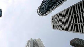 Tops de rascacielos y del cielo almacen de metraje de vídeo