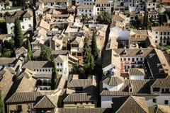 Tops del tejado de la ciudad de mirada española Fotos de archivo