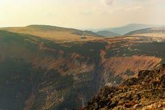 Tops panorámicos de la montaña Fotografía de archivo