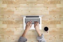 Topview av den arbetande handen Arkivfoton