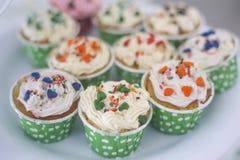 Topview de petits gâteaux et petits gâteaux colorés Images libres de droits