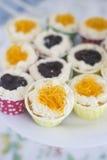 Topview de petits gâteaux et petits gâteaux colorés Image libre de droits