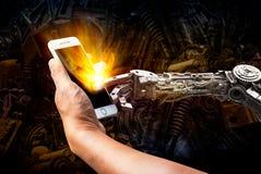 Toque da mão do ser humano e do robô no telefone celular foto de stock royalty free