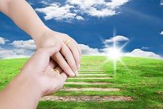 Toque de duas mãos para o conceito do amor. Fotografia de Stock