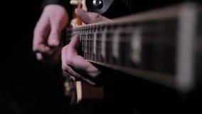 Toque la guitarra el?ctrica almacen de video