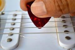 Toquemos la guitarra Imagen de archivo libre de regalías