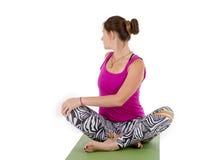 Torção da ioga da mulher imagens de stock