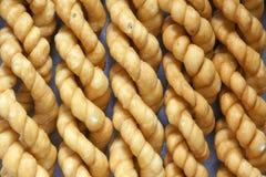 Torção fritada da massa de pão fotos de stock royalty free